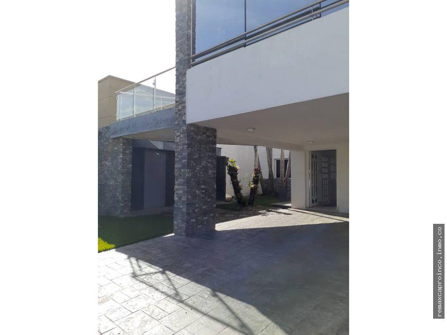 en venta casa en villa laguna club