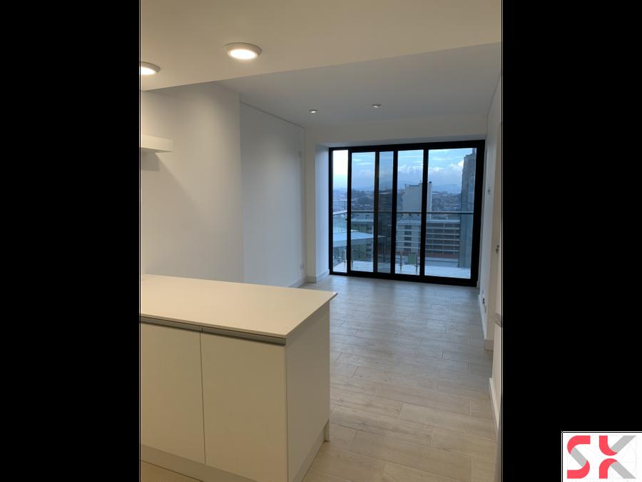 renta de moderno apartamento en quo