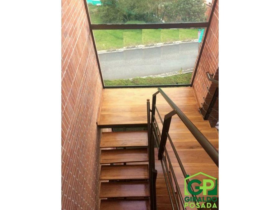 vendo casa de tres niveles en envigado loma del escobero