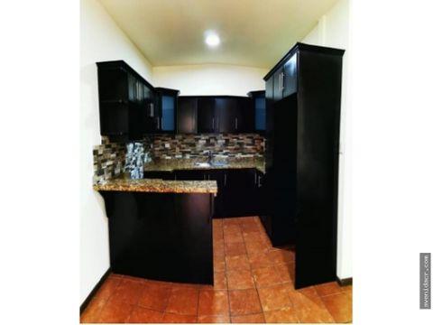 alquilo bello apartamento 21 132 0315