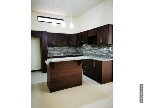 alquilo hermoso apartamento 21 132 0315