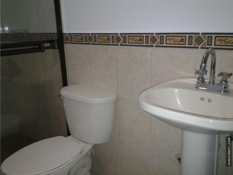 alquilo precioso y seguro apartamento 21 042 0060