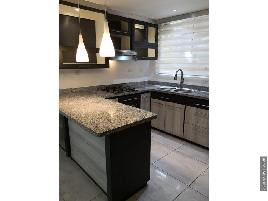 alquilo elegante apartamento 21 043 0321