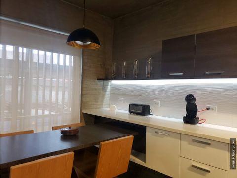 alquilo espectacular apartamento 21 123 0336