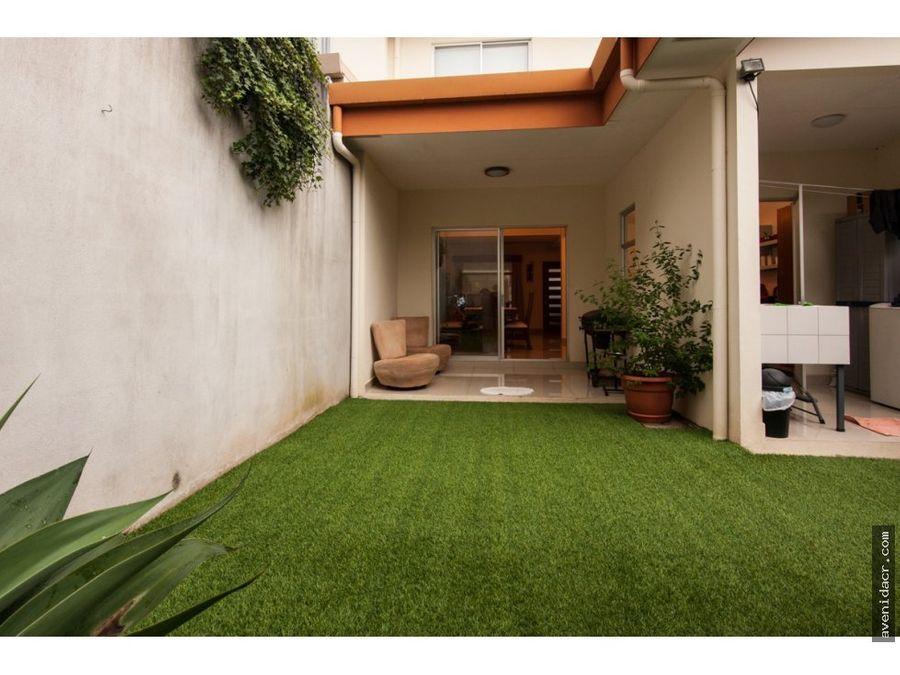 vendo maravillosa casa en condominio 33 120 0229