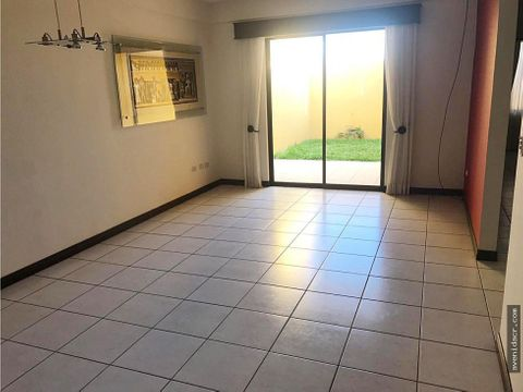 alquilo casa en sabanilla 23 061 0182