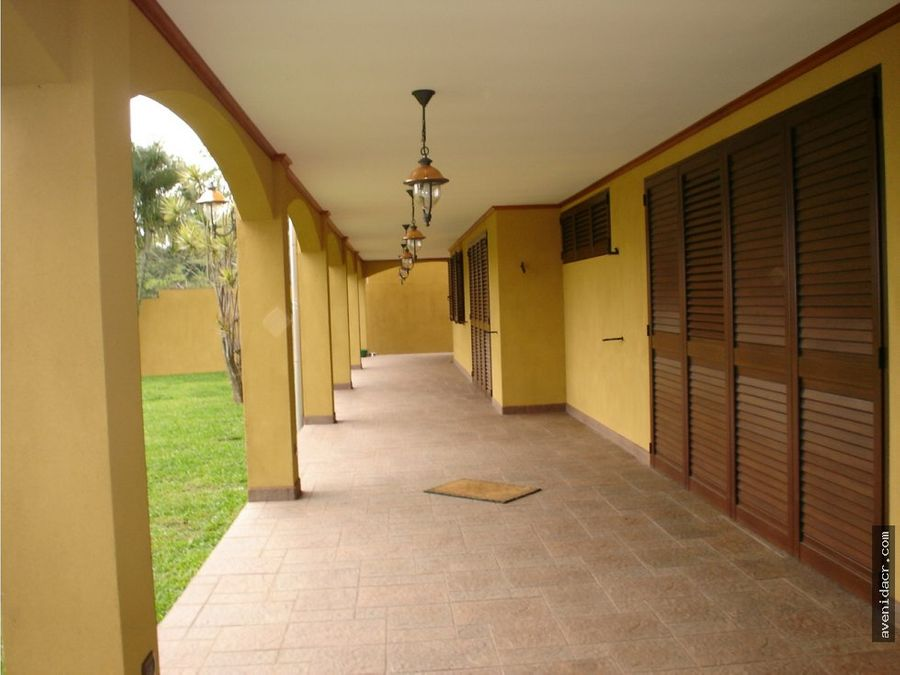 vendo hermosa casa en santa ana 33 076 0107