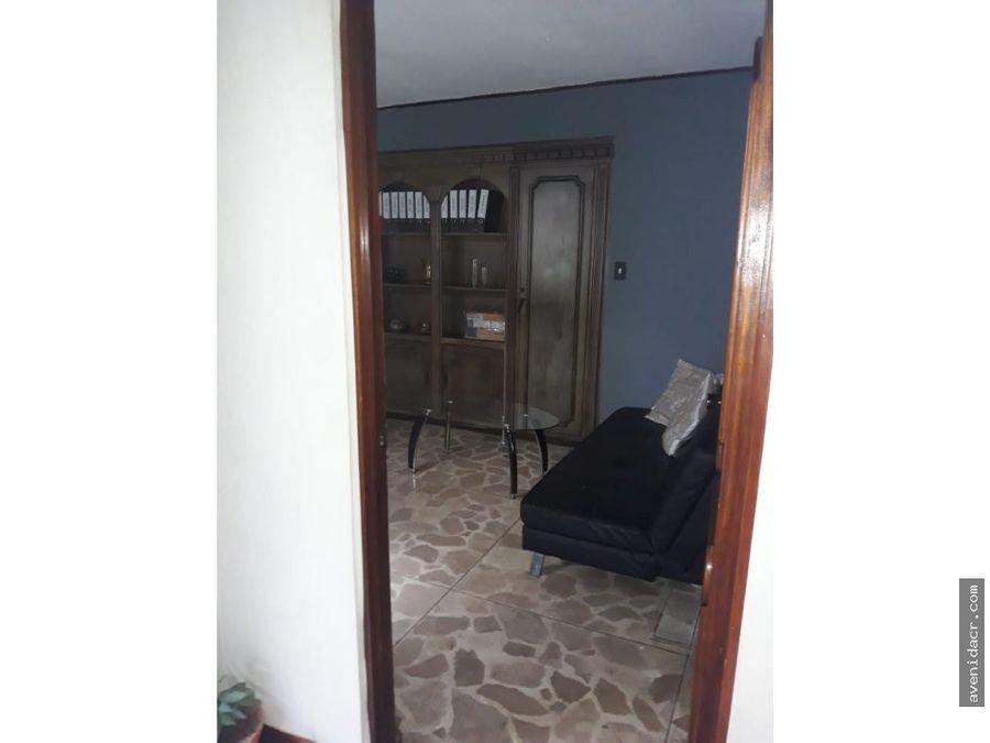alquilo casa en rohrmoser 23 086 0316