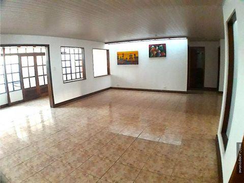 vendo hermosa casa cerca de la ucr 33 104 0225