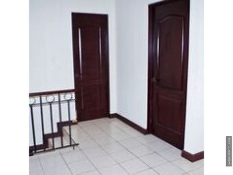 vendo casa en el centro de escazu 33 080 0217