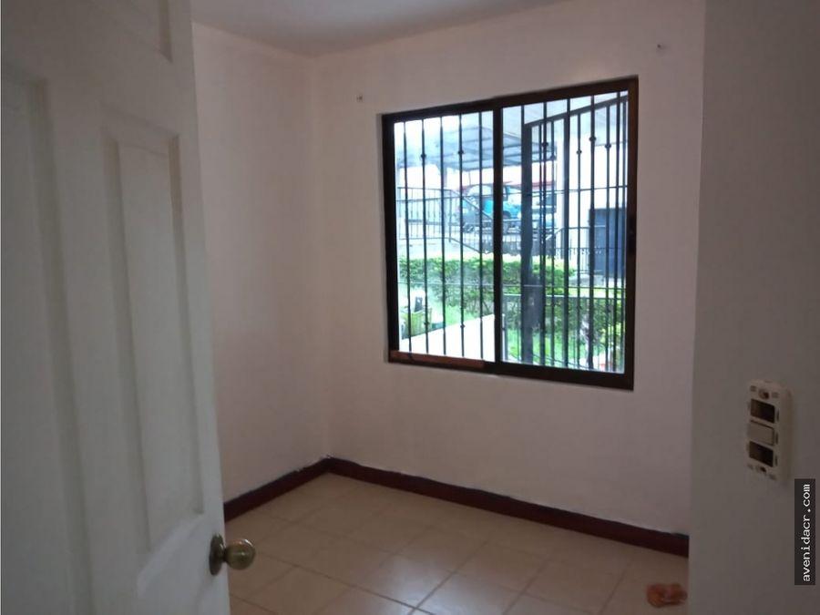 alquilo hermoso apartamento 21 151 0340