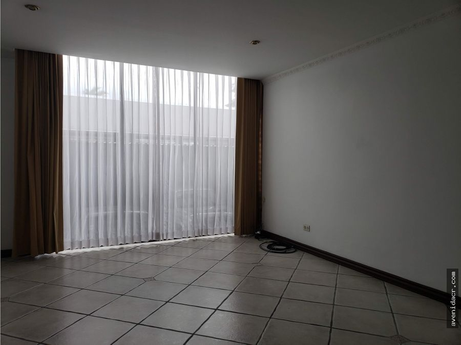 alquilo espectacular apartamento 21 181 0195