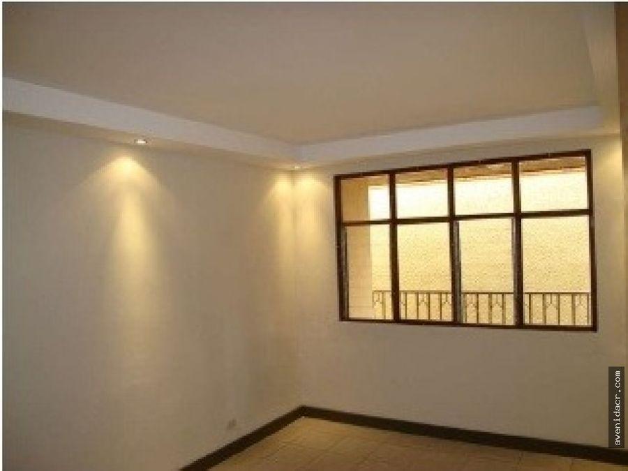 alquilo espectacular apartamento 21 178 0358