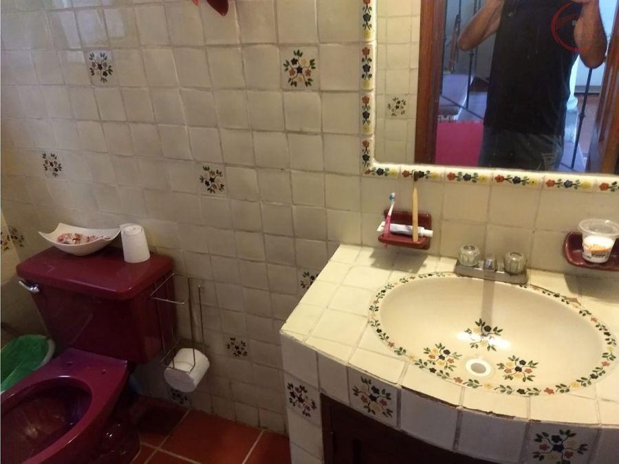 casa en venta en cuernavaca con alberca cerca de plaza forum
