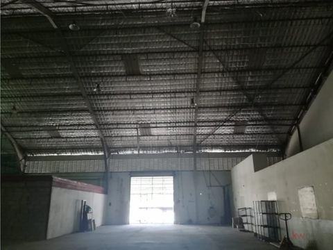 alquiler de galera de 580 m2 en via transistmica ja