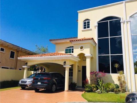 casa en exclusivo residencial de clayton sin cuota de ph