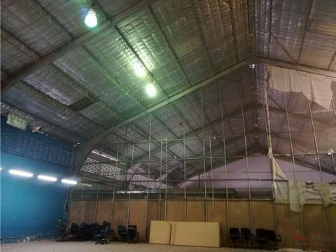 alquiler de galera de 1180 m2 en via transistmica ja