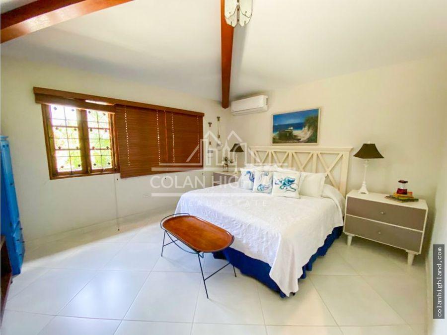 se vende casa en coronado a solo 300 metros de la playa