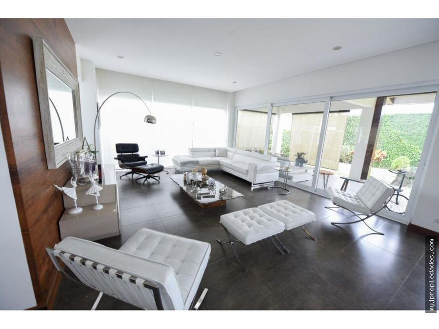 venta lujosa casa 2 plantas en condominio santa ana