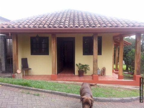 venta de pequena casa 1 planta independiente