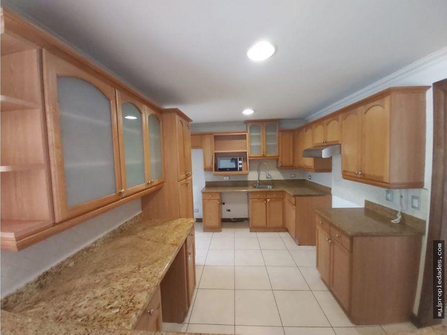 venta de moderno apartamento en torre en condominio escazu