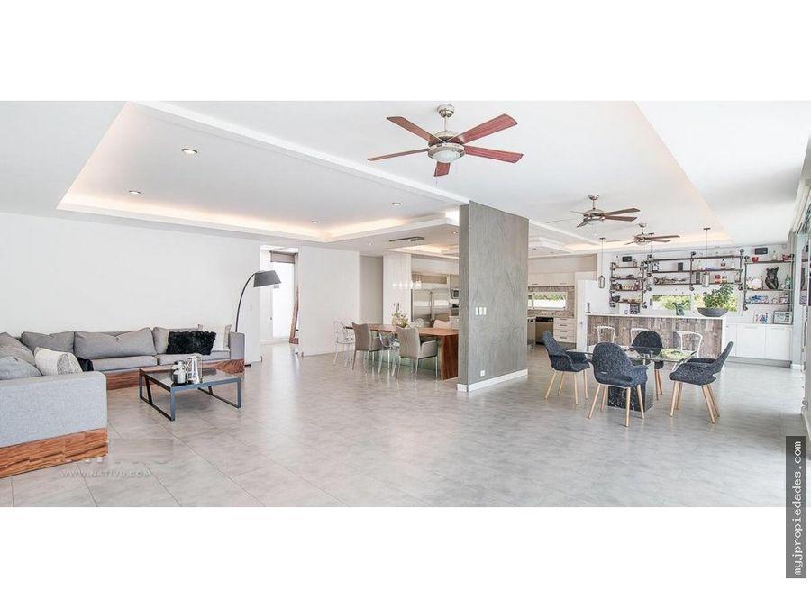 venta lujosa casa en condominio alajuela