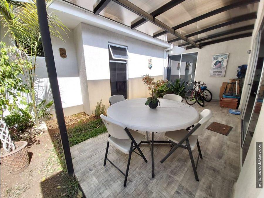 venta hermosa casa 1 planta en condominio moderno santa ana