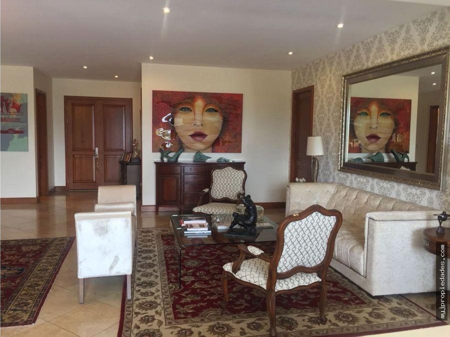 lujosa casa en condominio en escazu