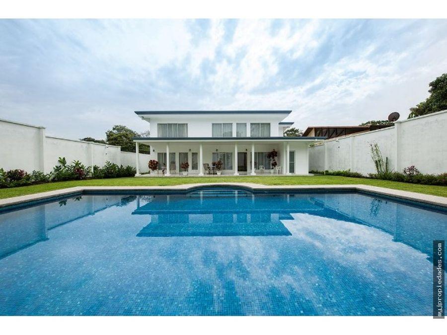 venta de casa en ciudad colon con piscina