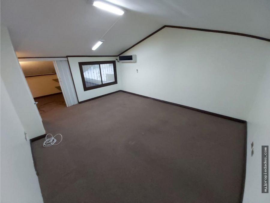 alquiler de amplia casa de 1 planta en residencial trejos escazu