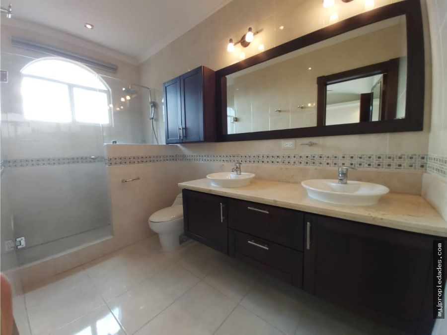 venta de casa en condominio con doble seguridad guachipelin