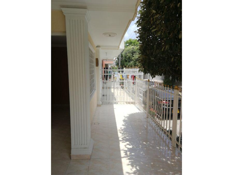 cartagena venta de casa de 5 alcobas en villa del sol