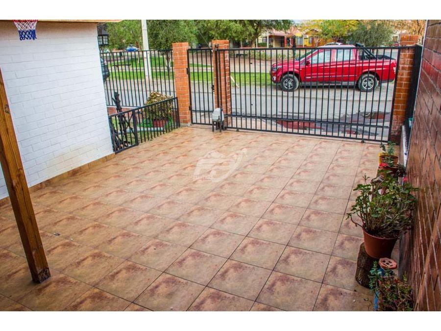 venta de casa 5d 3b y amplio estacionamiento en los andes