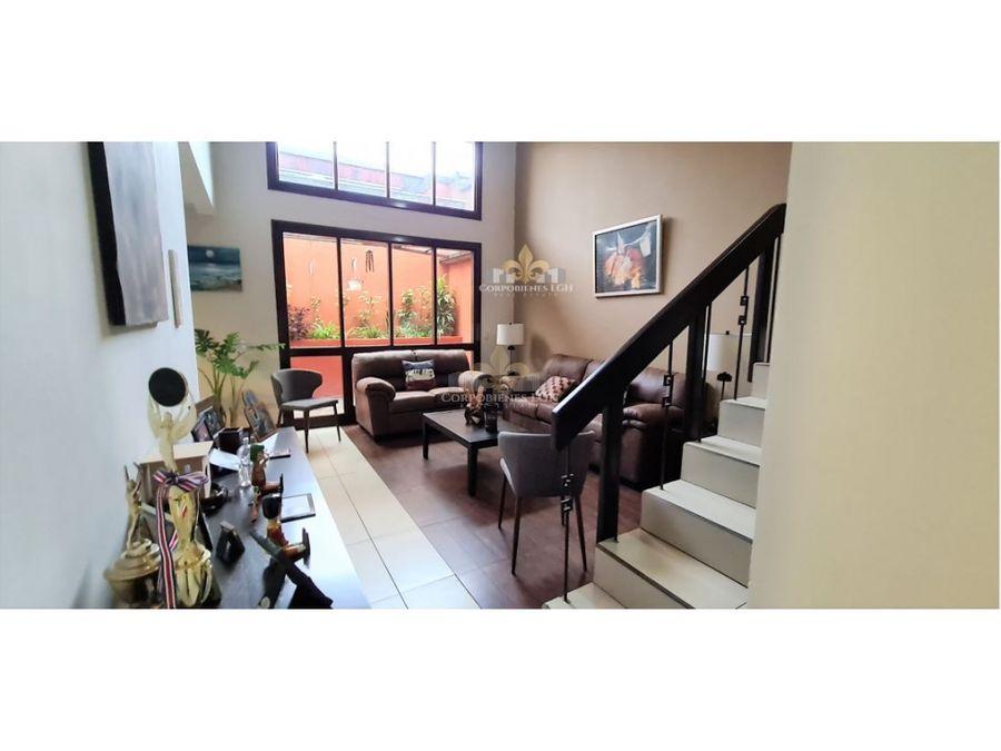 hermosa casa en alquiler o venta en guachipelin de escazu