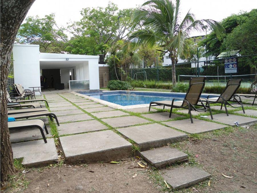 hermosa moderna casa con linea blanca en santa ana
