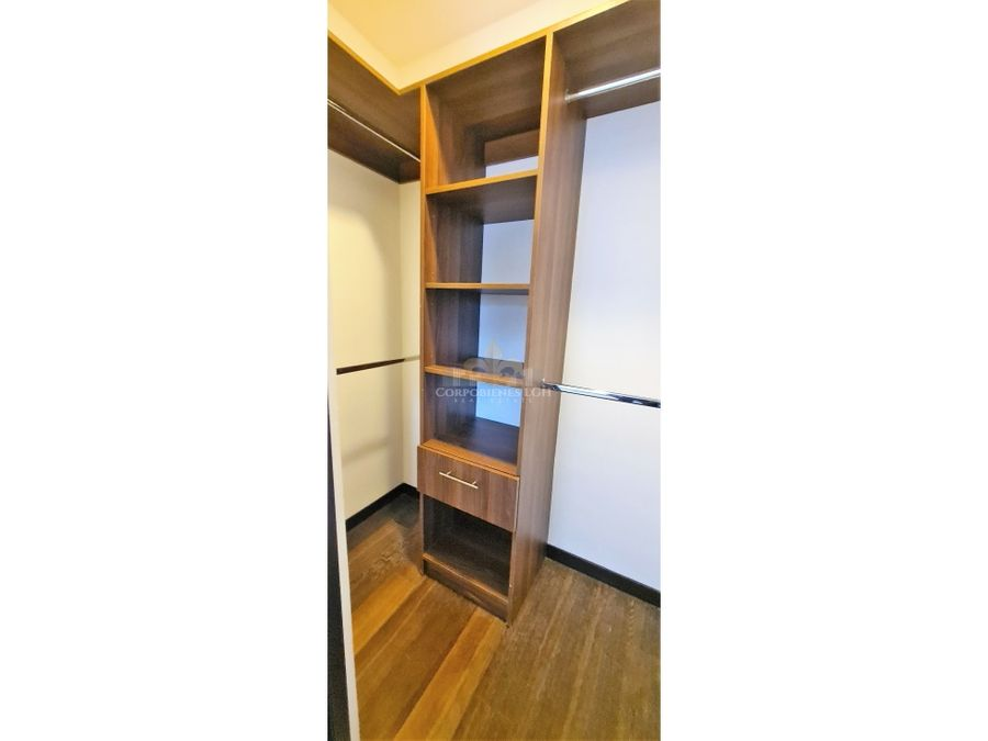 casa con 3 pisos en santa ana en excelente condominio