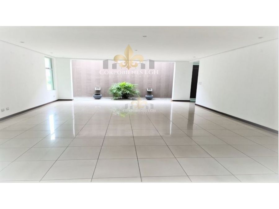 casa de 3 pisos moderna contemporanea en santa ana
