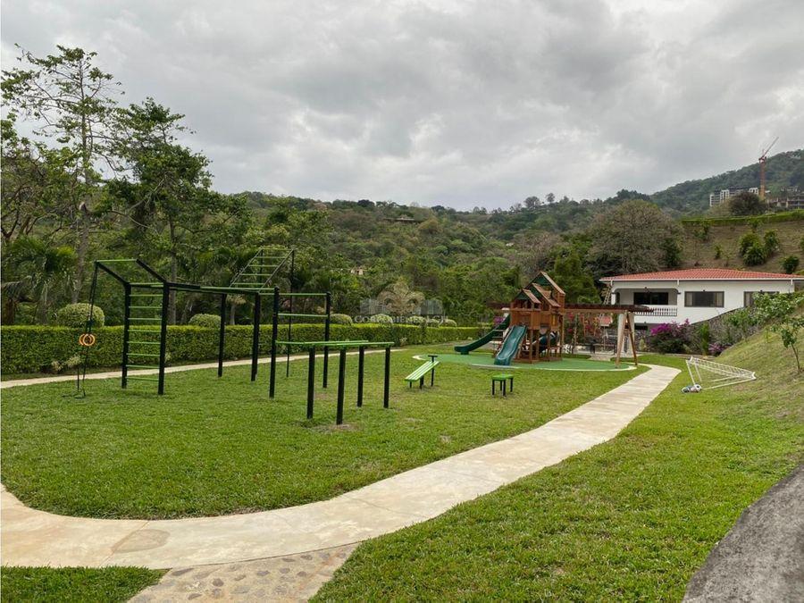 casa con espectacular vista y piscina privada en cond en santa ana