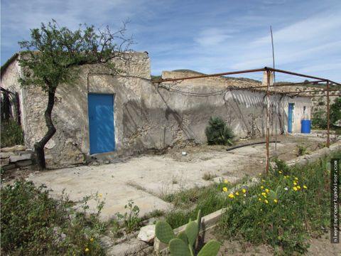 casa de campo con pozo de agua dulce