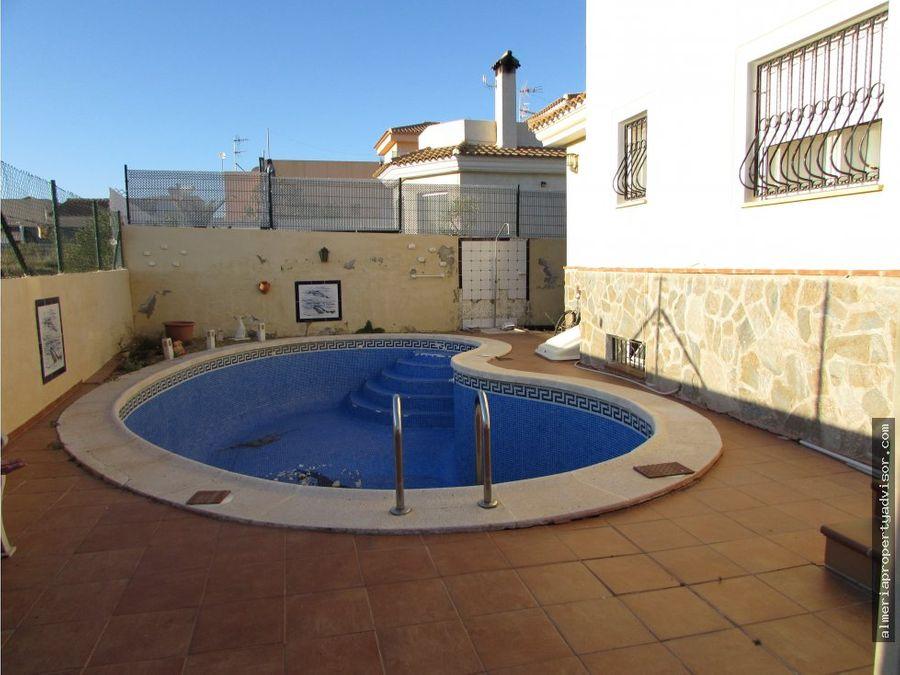 chalet con piscina huerta nueva
