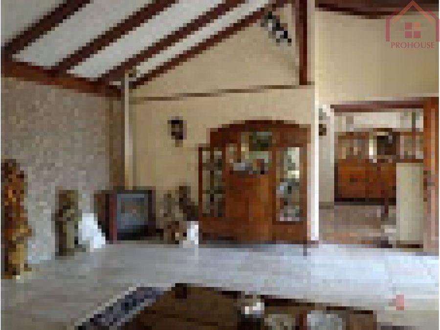 venta amplia casa en la cruz
