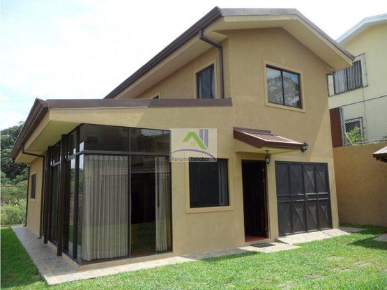 vendo casa independiente en residencial privado