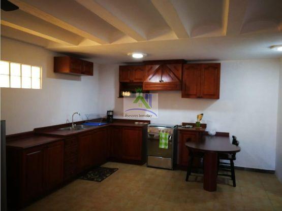 alquilo hermoso apartamento en escazu