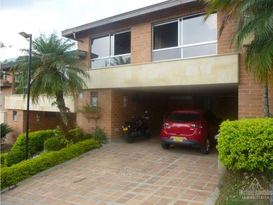 Casa Amoblada en arriendo o en venta en Envigado