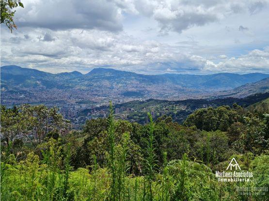 Se vende lote con hermosa vista de Medellín en Las Palmas
