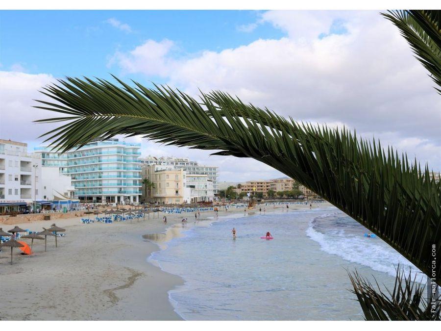 bar en la cala morlanda frente de la playa
