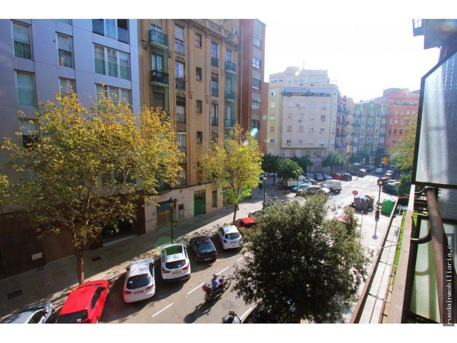 amplia vivienda junto a plaza de espana