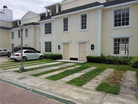 hermosa casa 3 p en condominio el golf trujillo