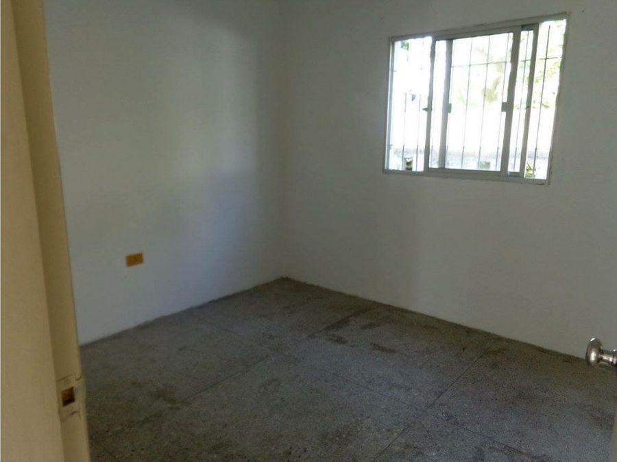 se alquila apartamento en barrio el molino