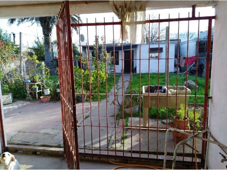 se vende casa barrio rivera con apto maldonado